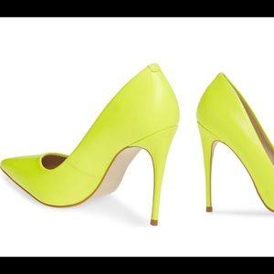 Neon green high heeled pumps